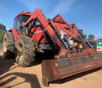 Case IH 5130 Tractor and Loader