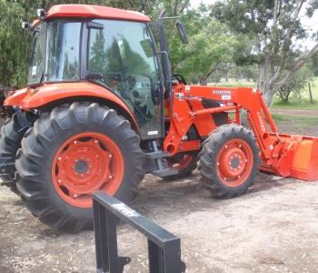 Kubota M7040DHC  Cab Tractor